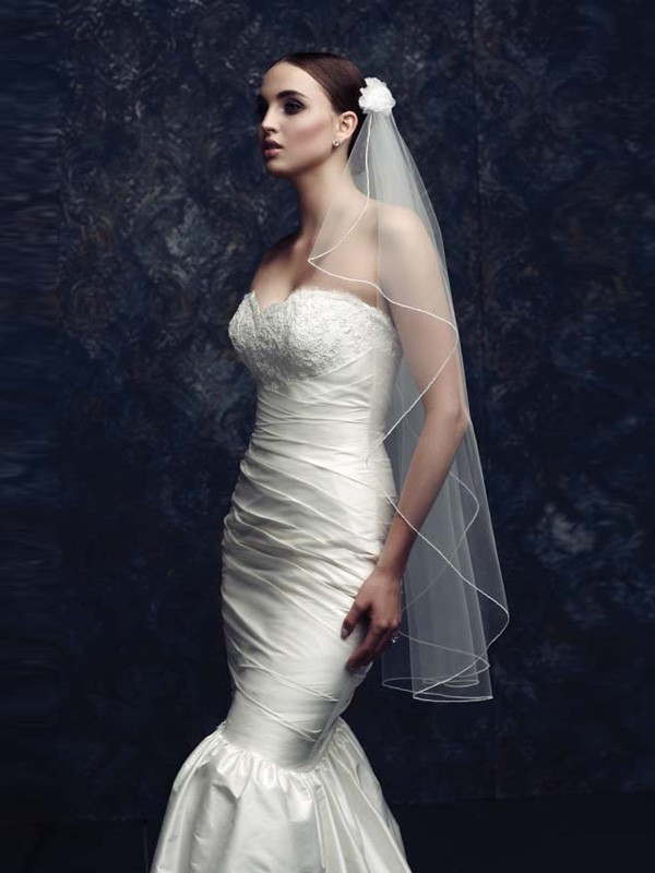 Elegant Tyll With Flower Bridal Veils